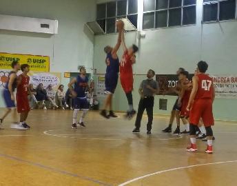 https://www.basketmarche.it/immagini_articoli/24-05-2018/promozione-playoff-finali-gara-1i-pcn-pesaro-superano-la-pallacanestro-senigallia-giovani-270.jpg