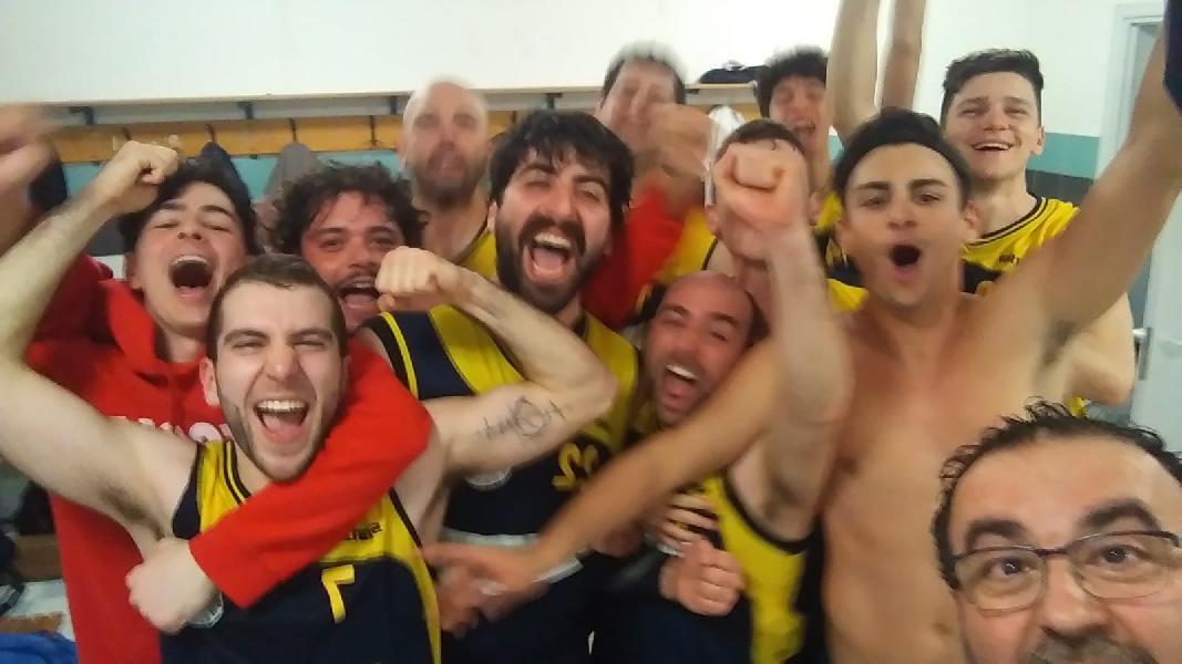 https://www.basketmarche.it/immagini_articoli/24-05-2019/regionale-playout-victoria-fermo-sbanca-porto-potenza-festeggia-salvezza-600.jpg