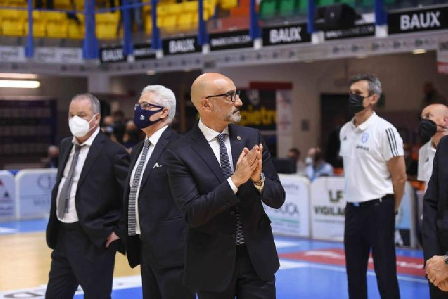 https://www.basketmarche.it/immagini_articoli/24-05-2021/brindisi-coach-vitucci-siamo-espressi-modo-migliore-schiariamo-idee-recuperiamo-energie-600.jpg