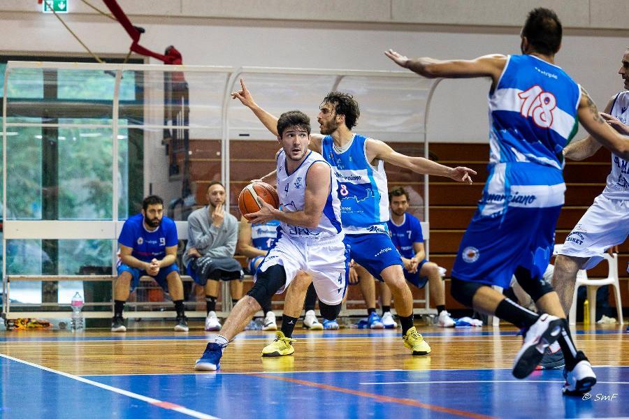 https://www.basketmarche.it/immagini_articoli/24-05-2021/pallacanestro-titano-marino-batte-montemarciano-chiude-andata-imbattuta-600.jpg