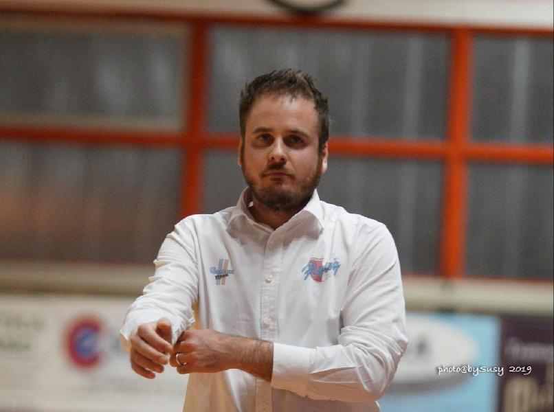 https://www.basketmarche.it/immagini_articoli/24-06-2020/ufficiale-flying-balls-ozzano-coach-federico-grandi-insieme-anche-prossima-stagione-600.jpg
