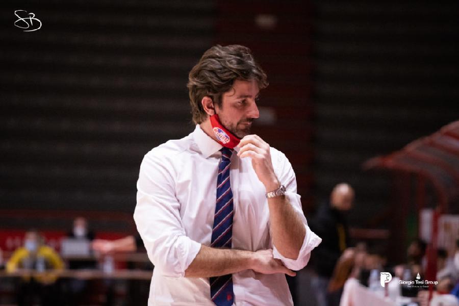 https://www.basketmarche.it/immagini_articoli/24-06-2021/ufficiale-michele-carrea-allenatore-basket-treviglio-600.jpg