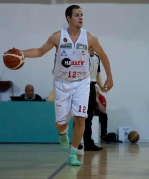 https://www.basketmarche.it/immagini_articoli/24-07-2019/vigor-matelica-alessandro-pelliccioni-capitano-squadra-biancorossa-600.jpg