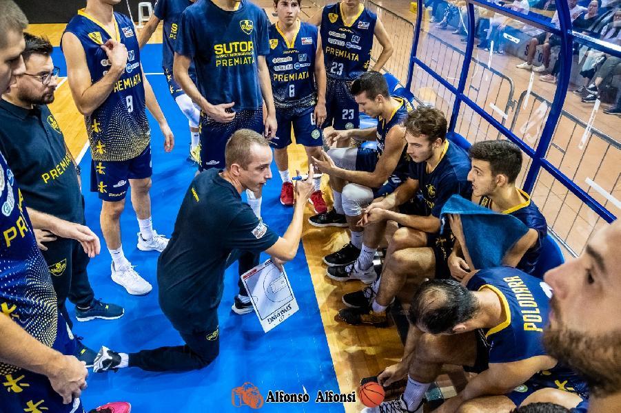 https://www.basketmarche.it/immagini_articoli/24-07-2020/sutor-montegranaro-placa-contestazione-tifosi-duro-comunicato-sutor-fans-club-600.jpg