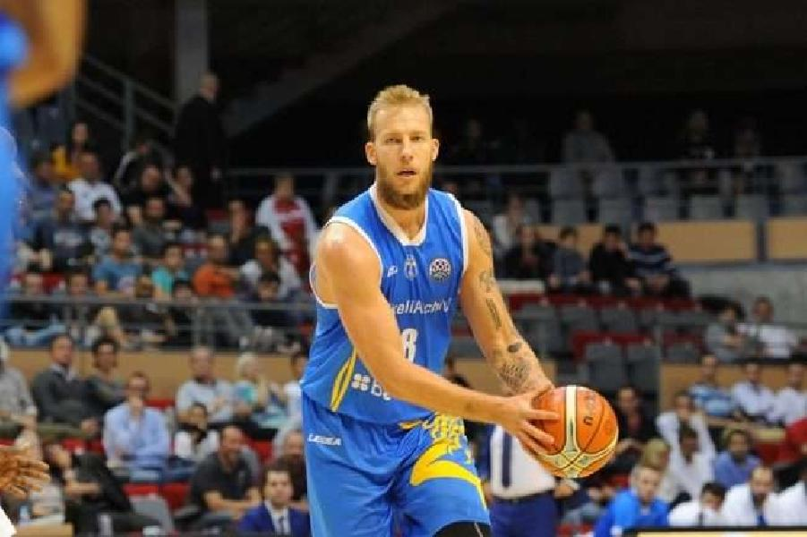 https://www.basketmarche.it/immagini_articoli/24-07-2020/ufficiale-pallacanestro-biella-firma-lungo-jakub-wojciechowski-600.jpg