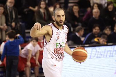 https://www.basketmarche.it/immagini_articoli/24-08-2017/serie-b-nazionale-il-basket-recanati-rinuncia-a-daniele-merletto-e-firma-francesco-guarino-270.jpg