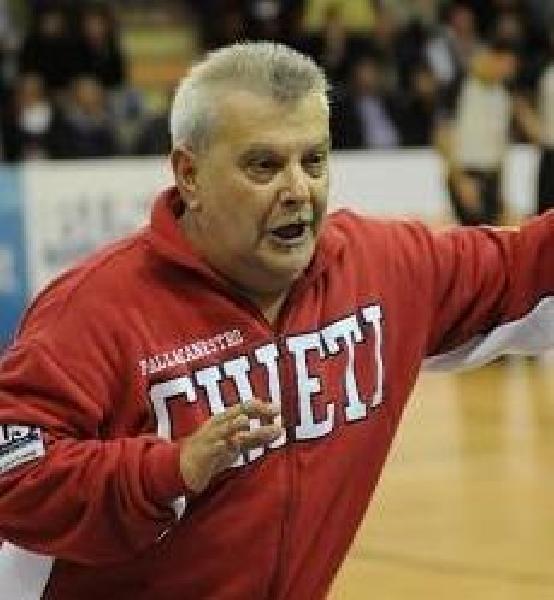 https://www.basketmarche.it/immagini_articoli/24-08-2020/chieti-basket-1974-coach-domenico-sorgentone-siamo-squadra-fare-sicuramente-bene-sono-fiducioso-600.jpg
