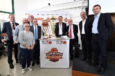 https://www.basketmarche.it/immagini_articoli/24-09-2017/lnp-presentata-la-nuova-stagione-tutte-le-novità-nel-mondo-lnp-270.jpg