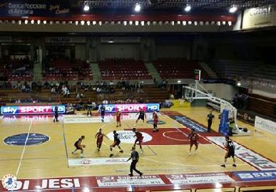 https://www.basketmarche.it/immagini_articoli/24-09-2017/serie-a-ltorneo-le-marche-a-canestro-a-victoria-liberta-pesaro-supera-l-aurora-jesi-all-overtime-270.jpg
