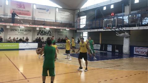 https://www.basketmarche.it/immagini_articoli/24-09-2017/serie-c-silver-ottima-prova-per-il-campetto-ancona-contro-la-sutor-montegranaro-270.jpg