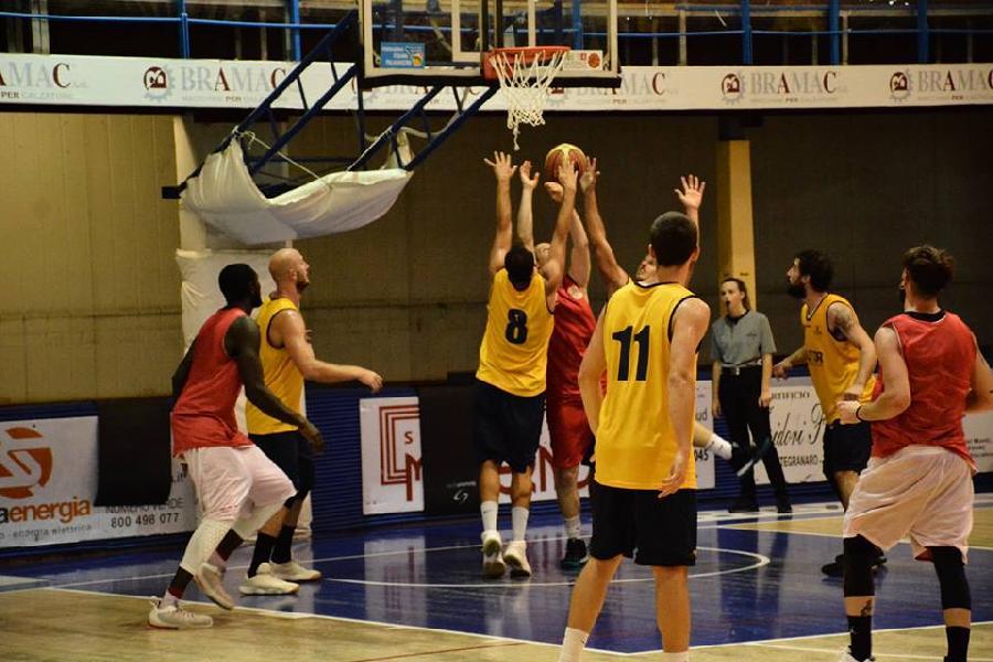 https://www.basketmarche.it/immagini_articoli/24-09-2018/serie-gold-allenatori-fanno-carte-campionato-parte-settimana-risultati-sondaggio-600.jpg