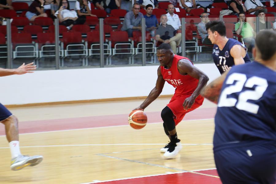 https://www.basketmarche.it/immagini_articoli/24-09-2018/serie-nazionale-teate-basket-chieti-ousmane-gueye-suona-carica-invita-tifosi-sostenere-squadra-600.jpg