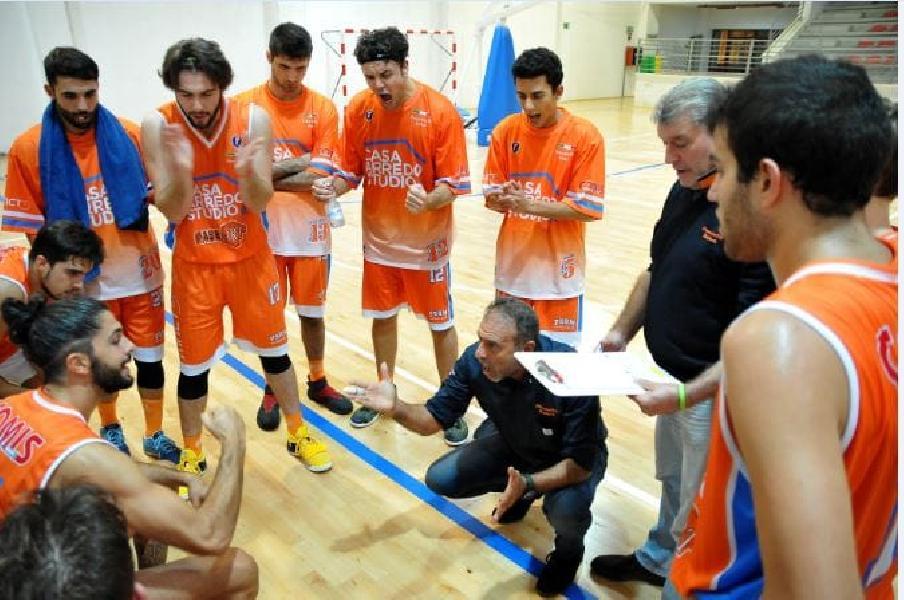 https://www.basketmarche.it/immagini_articoli/24-09-2019/pisaurum-pesaro-chiuso-precampionato-test-loreto-parole-coach-surico-600.jpg