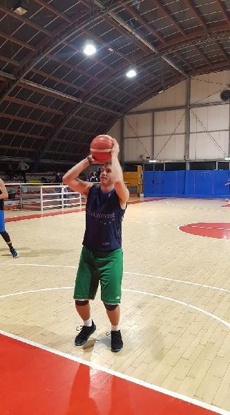 https://www.basketmarche.it/immagini_articoli/24-09-2019/ufficiale-vuelle-pesaro-chiude-roster-arrivo-francesco-lena-600.jpg
