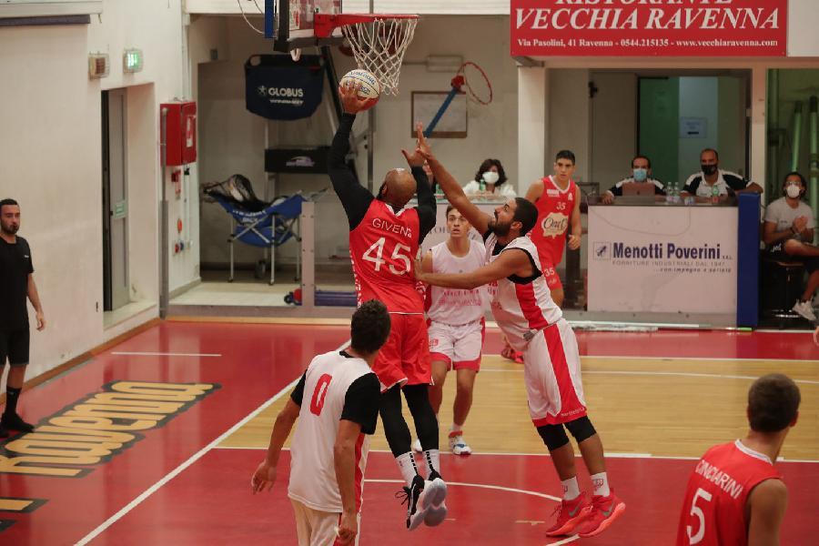 https://www.basketmarche.it/immagini_articoli/24-09-2020/oras-ravenna-buone-indicazioni-amichevole-rinascita-basket-rimini-600.jpg