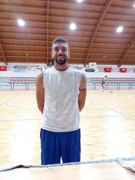 https://www.basketmarche.it/immagini_articoli/24-09-2021/pallacanestro-acqualagna-rinforza-canestro-ufficiale-arrivo-lungo-francesco-conti-600.jpg