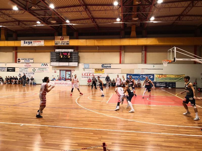 https://www.basketmarche.it/immagini_articoli/24-10-2019/basket-tolentino-supera-pallacanestro-recanati-conferma-capolista-imbattuta-600.jpg