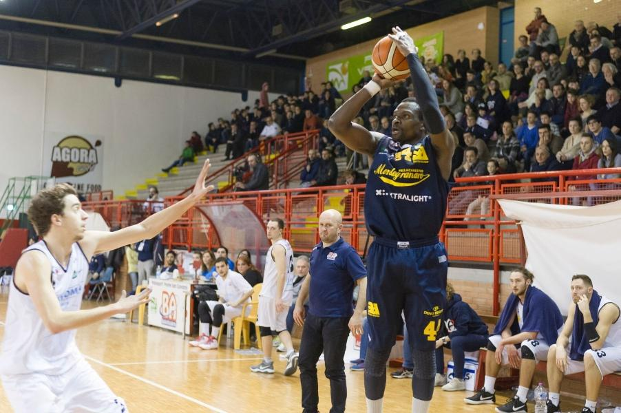 https://www.basketmarche.it/immagini_articoli/24-10-2019/potrebbe-essere-jesi-montegranaro-ousmane-gueye-riforzo-campetto-ancona-600.jpg