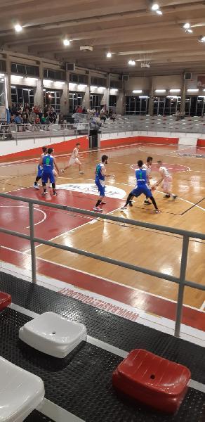 https://www.basketmarche.it/immagini_articoli/24-10-2019/wispone-taurus-jesi-espugna-autorit-campo-basket-gualdo-600.jpg