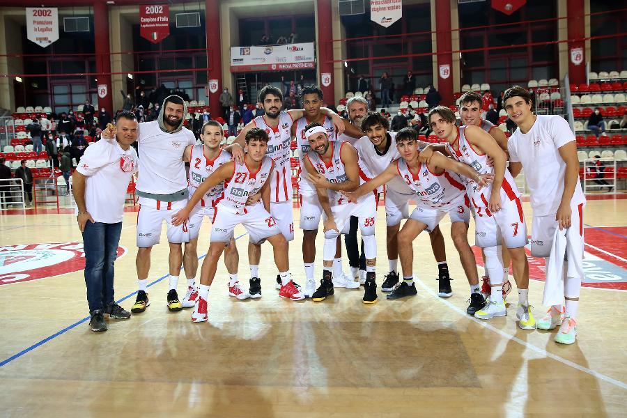 https://www.basketmarche.it/immagini_articoli/24-10-2020/teramo-spicchi-coach-stirpe-civitanova-continuare-mostrare-progressi-gioco-squadra-600.jpg