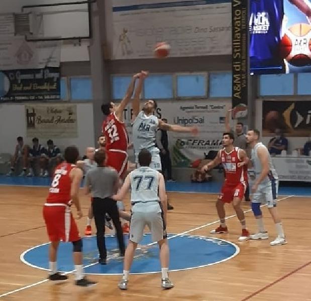 https://www.basketmarche.it/immagini_articoli/24-10-2021/amatori-pescara-passa-termoli-basket-600.jpg