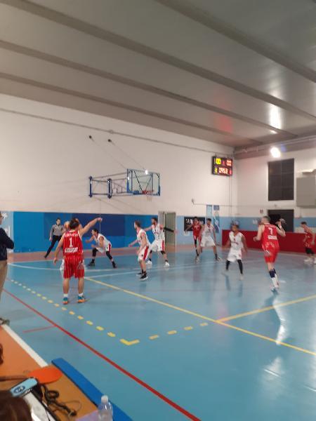 https://www.basketmarche.it/immagini_articoli/24-10-2021/basket-assisi-supera-autorit-orvieto-basket-600.jpg