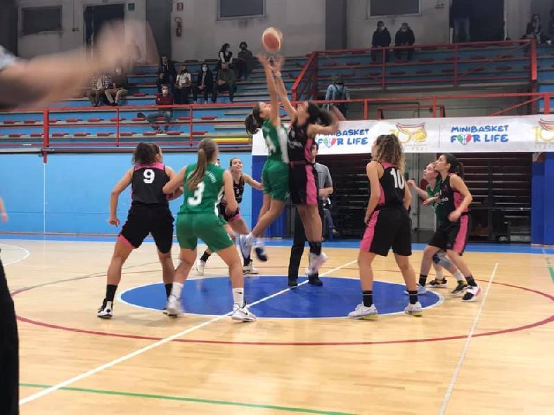 https://www.basketmarche.it/immagini_articoli/24-10-2021/brutta-sconfitta-porto-giorgio-basket-campo-rimini-happy-basket-600.jpg