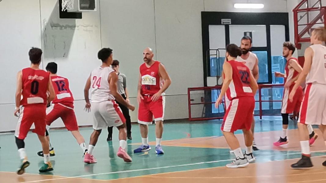 https://www.basketmarche.it/immagini_articoli/24-10-2021/favl-viterbo-espugna-campo-cannara-basket-dopo-supplementare-600.jpg