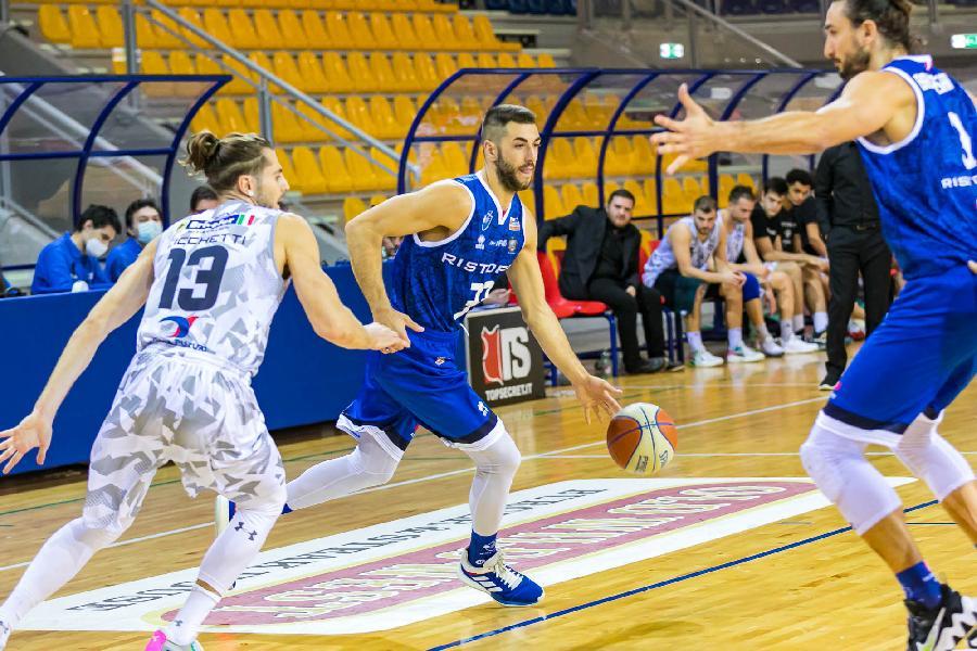 https://www.basketmarche.it/immagini_articoli/24-10-2021/janus-fabriano-rialza-campo-eurobasket-roma-arriva-quarta-sconfitta-fila-600.jpg