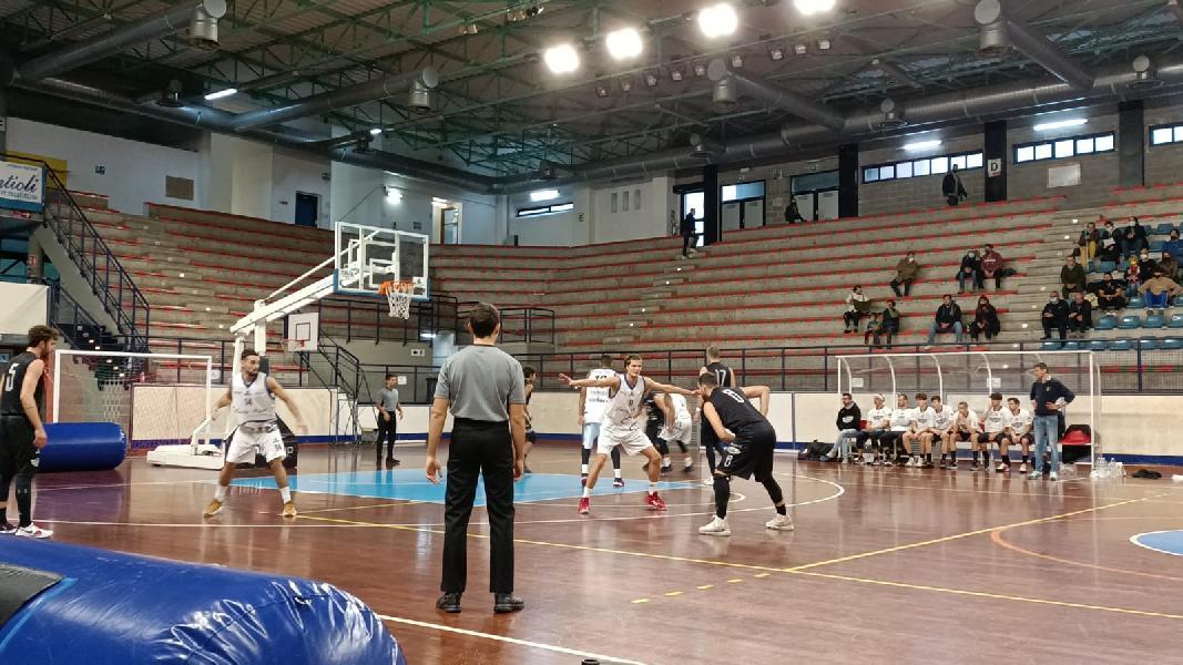 https://www.basketmarche.it/immagini_articoli/24-10-2021/lucky-wind-foligno-prende-derby-basket-todi-600.jpg