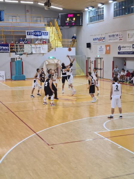 https://www.basketmarche.it/immagini_articoli/24-10-2021/robur-osimo-supera-autorit-falconara-basket-600.jpg