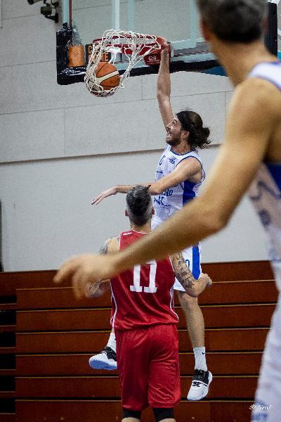 https://www.basketmarche.it/immagini_articoli/24-10-2021/titano-marino-tripletta-pallacanestro-urbania-sconfitta-volata-600.jpg