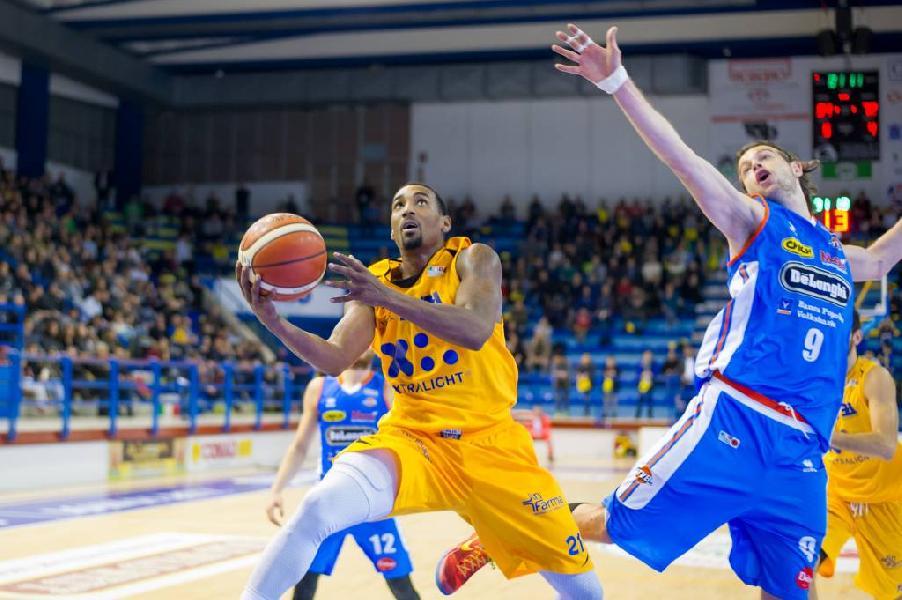 https://www.basketmarche.it/immagini_articoli/24-11-2018/giro-match-poderosa-montegranaro-attende-visita-treviso-basket-600.jpg