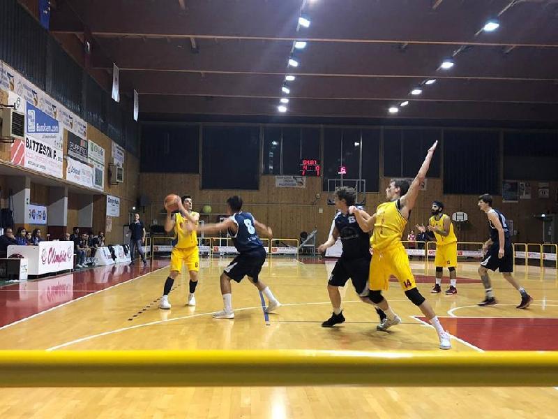 https://www.basketmarche.it/immagini_articoli/24-11-2018/serie-silver-live-girone-marche-abruzzo-anticipi-sabato-tempo-reale-600.jpg
