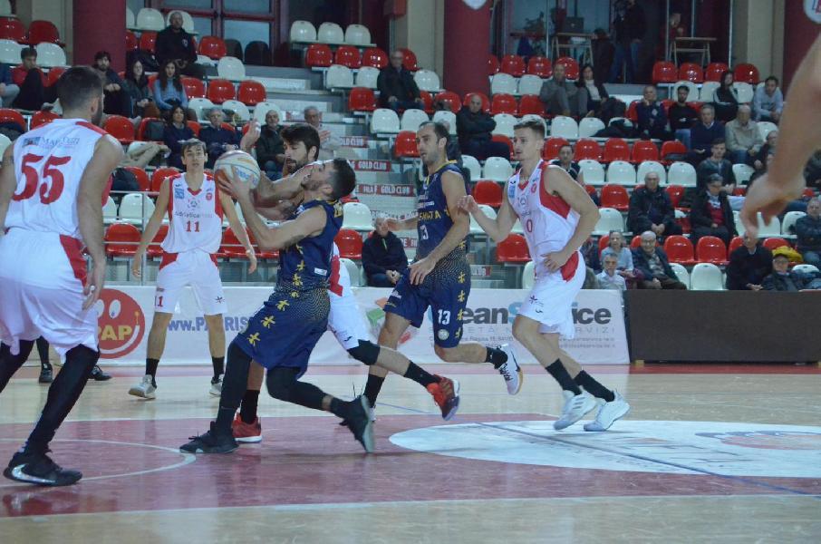 https://www.basketmarche.it/immagini_articoli/24-11-2019/brutta-sutor-montegranaro-sconfitta-campo-teramo-basket-600.jpg