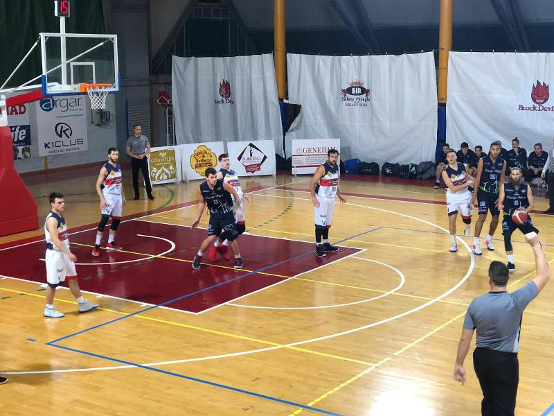 https://www.basketmarche.it/immagini_articoli/24-11-2019/lucky-wind-foligno-prende-derby-conferma-primo-posto-classifica-600.jpg