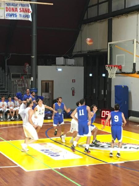 https://www.basketmarche.it/immagini_articoli/24-11-2019/pallacanestro-ellera-campo-giromondo-spoleto-settima-vittoria-fila-600.jpg