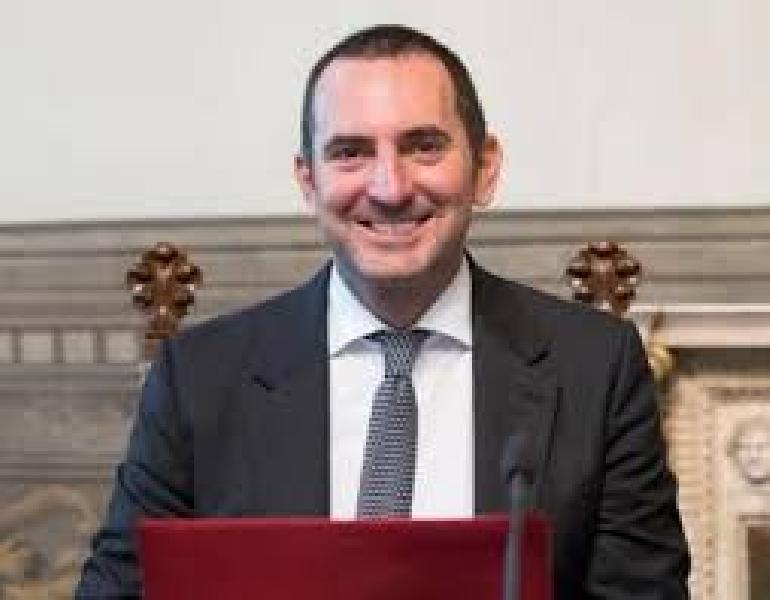 https://www.basketmarche.it/immagini_articoli/24-11-2020/ministro-vincenzo-spadafora-ritardo-ristori-vergogno-burocrazia-italiana-600.jpg