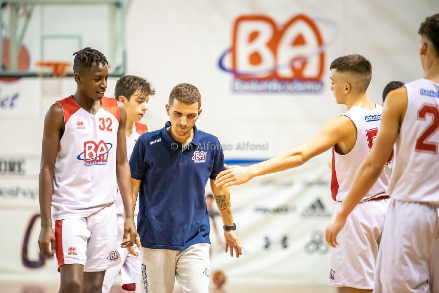 https://www.basketmarche.it/immagini_articoli/24-12-2019/under-pontevecchio-basket-supera-eticamente-gioco-600.jpg