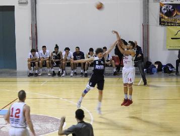 https://www.basketmarche.it/immagini_articoli/25-01-2018/serie-c-silver-i-protagonisti-del-campionato-intervista-a-raul-cardenas-vigor-matelica-270.jpg