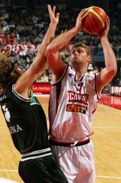 https://www.basketmarche.it/immagini_articoli/25-01-2020/mondo-basket-lutto-scomparso-soli-anni-pesaro-robert-archibald-600.jpg