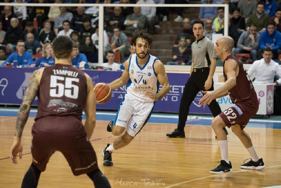 https://www.basketmarche.it/immagini_articoli/25-02-2019/janus-fabriano-vittoria-gode-terzo-posto-attesa-lunga-sosta-600.jpg