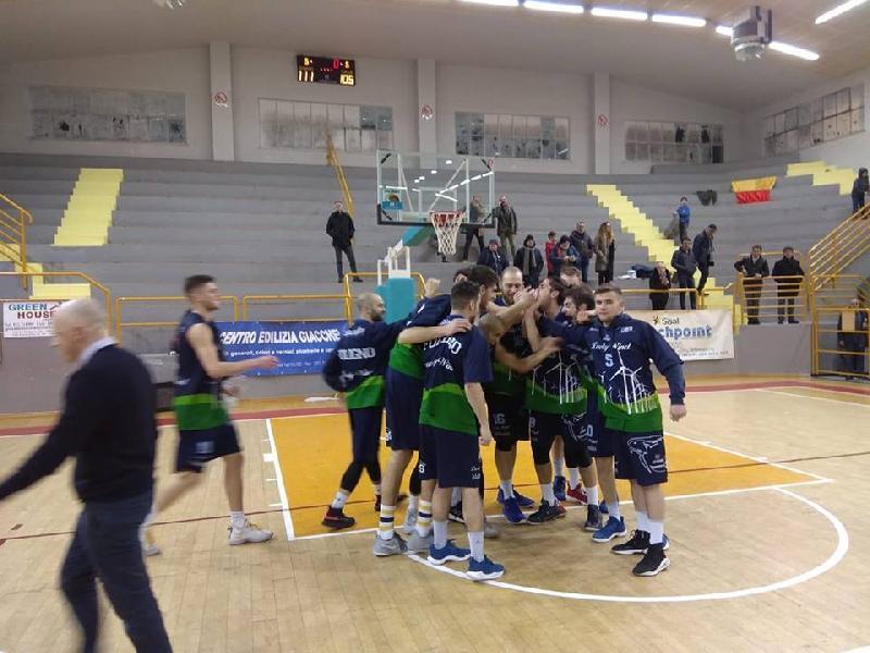 https://www.basketmarche.it/immagini_articoli/25-02-2019/pazzo-basket-foligno-recupera-espugna-osimo-dopo-supplementari-600.jpg
