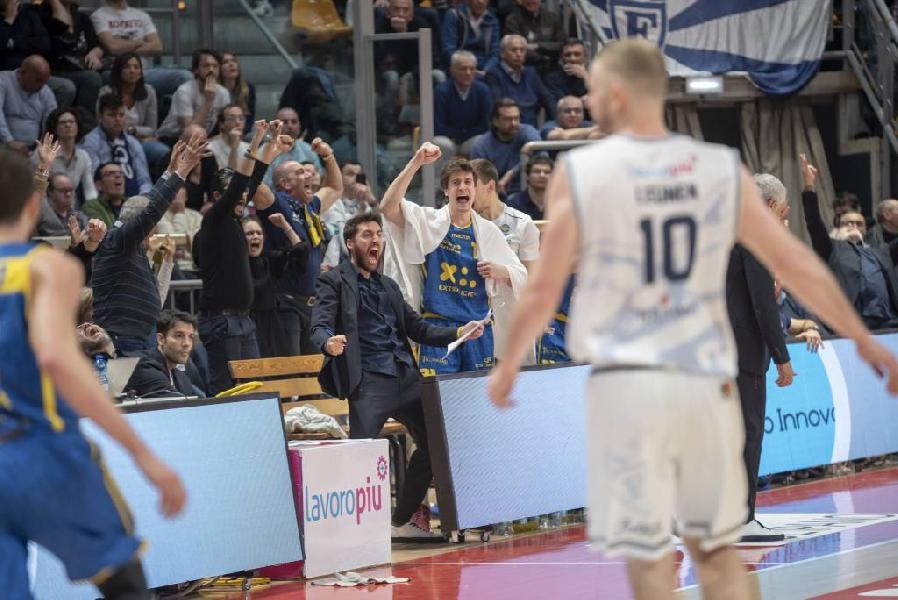 https://www.basketmarche.it/immagini_articoli/25-02-2019/poderosa-montegranaro-firma-capitolo-storia-sbancato-pala-dozza-600.jpg