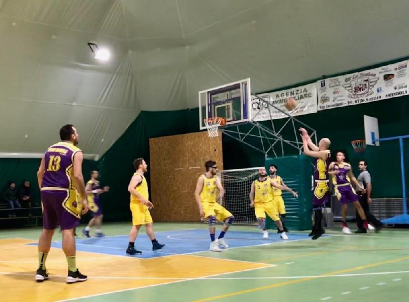 https://www.basketmarche.it/immagini_articoli/25-02-2019/posticipo-netta-vittoria-storm-ubique-ascoli-campo-fonti-amandola-600.jpg