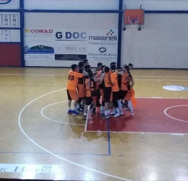 https://www.basketmarche.it/immagini_articoli/25-02-2020/basket-spello-sioux-ferma-corsa-pontevecchio-basket-600.jpg