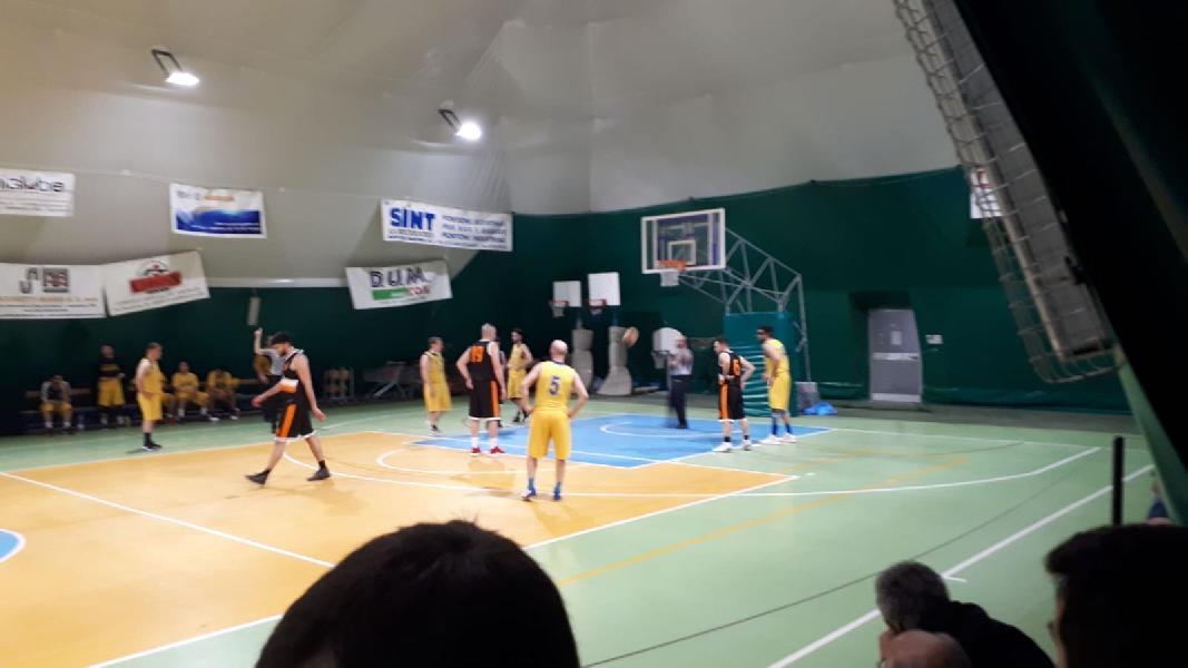 https://www.basketmarche.it/immagini_articoli/25-03-2019/independiente-macerata-cade-campo-fonti-amandola-chiude-posto-600.jpg