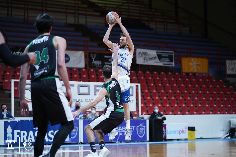 https://www.basketmarche.it/immagini_articoli/25-03-2021/prova-forza-janus-fabriano-virtus-padova-arriva-vittoria-consecutiva-600.jpg