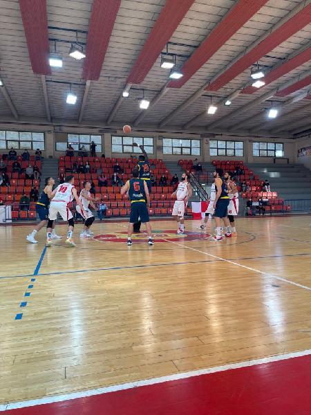 https://www.basketmarche.it/immagini_articoli/25-04-2021/pallacanestro-senigallia-crolla-ultimo-quarto-lascia-strada-giulia-basket-giulianova-600.jpg