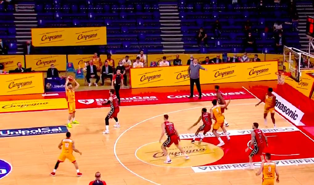 https://www.basketmarche.it/immagini_articoli/25-04-2021/pesaro-parte-forte-basta-olimpia-milano-passa-vitrifrigo-arena-600.png